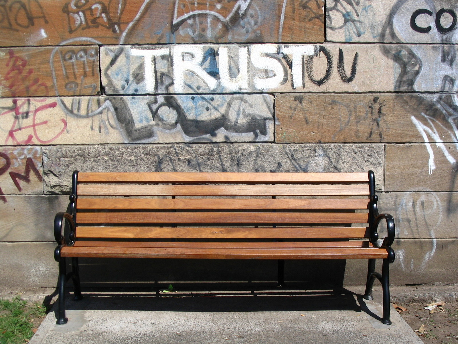 trust-the-park-bench-1511643-1600x1200